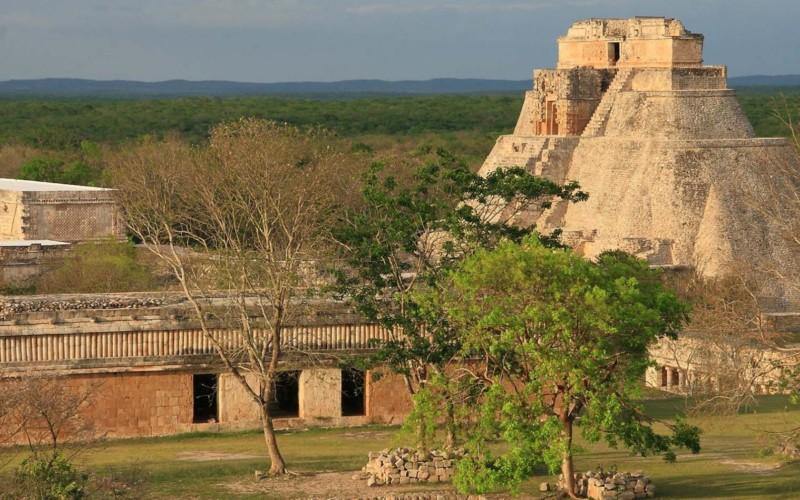 https://yucatan.travel/wp-content/uploads/2019/11/2102_estado_de_yucatan_regiones_principales_destinos_ruta_puuc_0-800x500.jpg