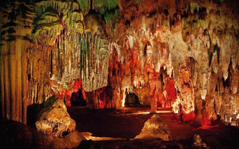 https://yucatan.travel/wp-content/uploads/2019/11/Cuevas_mayas_de_Loltun_joya_life_1-800x500.jpg