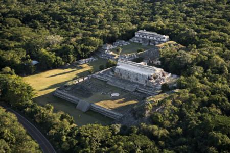 https://yucatan.travel/wp-content/uploads/2019/11/Kabah-RutaPuuc-Aldeas-Mayas-Region-Yucatán-450x300.jpg