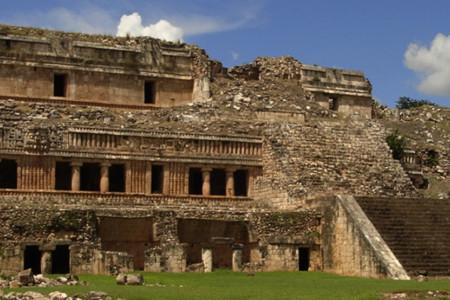 https://yucatan.travel/wp-content/uploads/2019/11/Sayil1-450x300.jpg