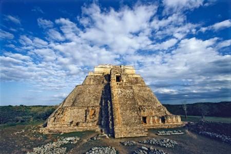 https://yucatan.travel/wp-content/uploads/2019/11/pyramid_of_magician_uxmal_1200-450x300.jpg