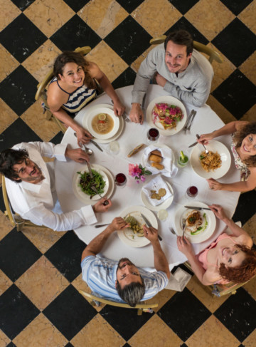 https://yucatan.travel/wp-content/uploads/2019/12/Gastronomía-Yucateca-scaled-360x487.jpg