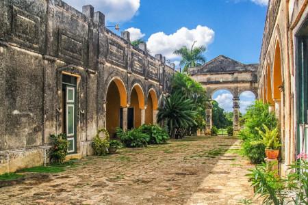 Haciendas y Cenotes - Visita la Hacienda Yaxcopoil en Yucatán