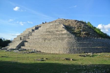 https://yucatan.travel/wp-content/uploads/2019/12/Izamal-Kinich-Kakmo-Haciendas-Cenotes-Yucatán-Regiones--450x300.jpg