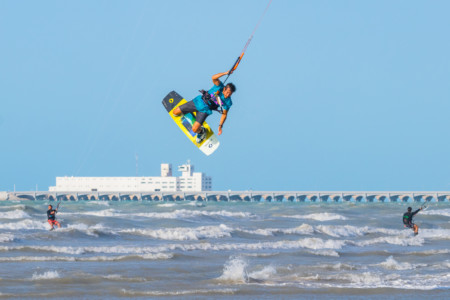 https://yucatan.travel/wp-content/uploads/2019/12/KITE-SURF-en-progreso-450x300.jpg