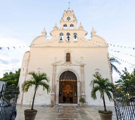 https://yucatan.travel/wp-content/uploads/2019/12/Merida-BarrioSantiago-Yucatan-Regiones-450x400.jpg