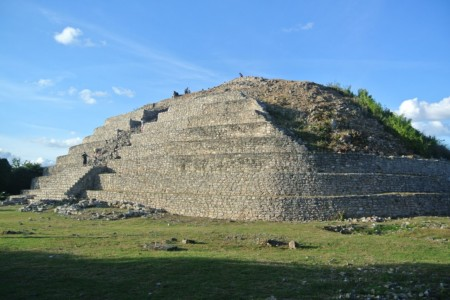 https://yucatan.travel/wp-content/uploads/2019/12/piramide-de-kinich-kak-450x300.jpg