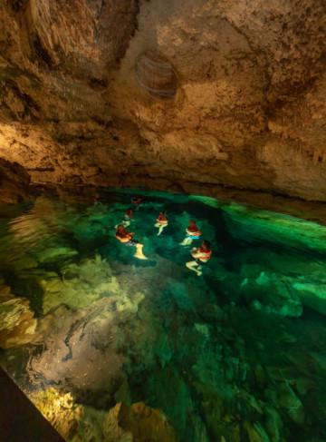 https://yucatan.travel/wp-content/uploads/2020/03/Cenotes_y_Haciendas-Hacienda-SotutadePeón-Cenote-DzulHá-Turistas-182-360x487.jpg