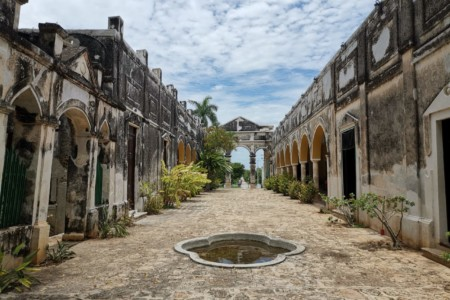 https://yucatan.travel/wp-content/uploads/2020/03/Hacienda-Yaxcopoil-1-450x300.jpg
