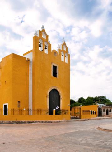 https://yucatan.travel/wp-content/uploads/2020/03/Izamal-Ermita-Capilla-DeLosRemedios-D3R_4150-360x487.jpg