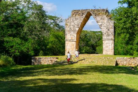 https://yucatan.travel/wp-content/uploads/2020/03/arco-de-kabah_region-ruta-puuc-y-aldeas-mayas-450x300.jpg