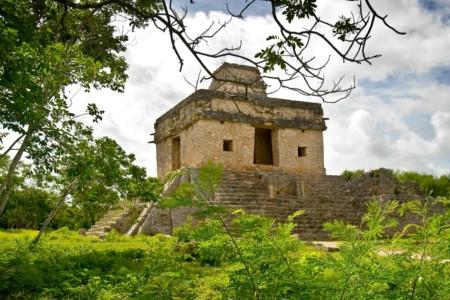 https://yucatan.travel/wp-content/uploads/2020/03/dzibilchaltun-450x300.jpg