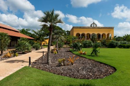 https://yucatan.travel/wp-content/uploads/2021/07/Yucatan-Hacienda-San-Antonio-Hool-5-450x300.jpg